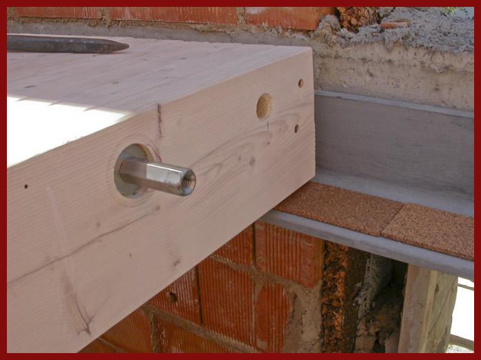 elevazione tetto mansarda : Appoggio su angolare in acciaio con dormiente in sughero